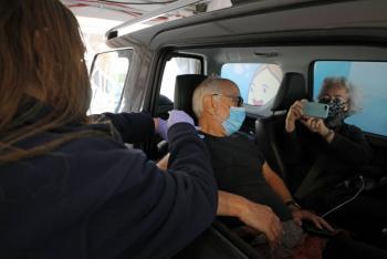 Israel vacuna a su población contra COVID-19 dentro de sus automóviles