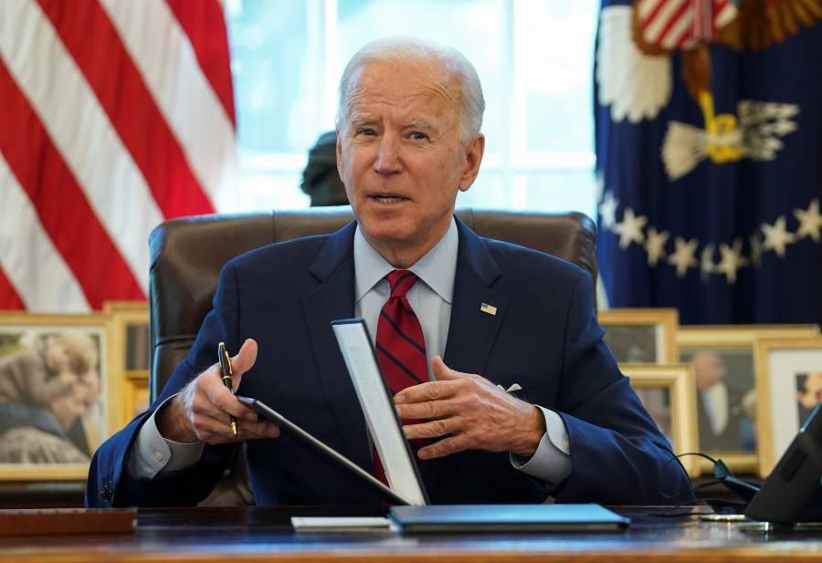 Biden firma órdenes ejecutivas de salud para el regreso del Obamacare