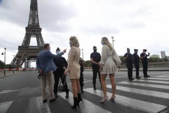 París suspenderá administración de dosis de vacuna COVID