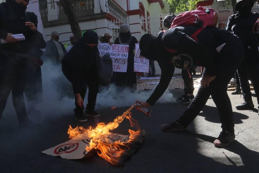 Feministas protestan por candidatura de Salgado