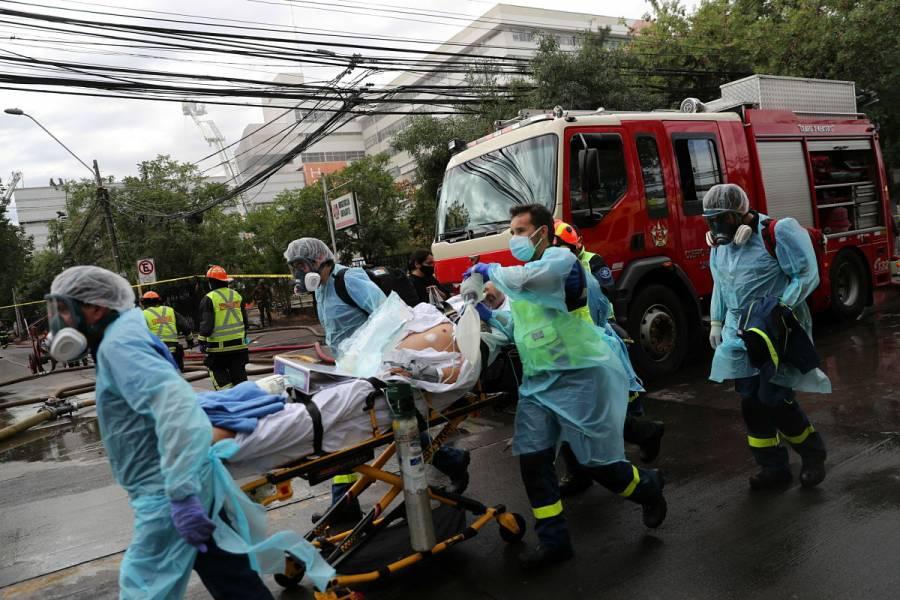 Reportan incendio en hospital de Chile; desalojan a pacientes con COVID-19