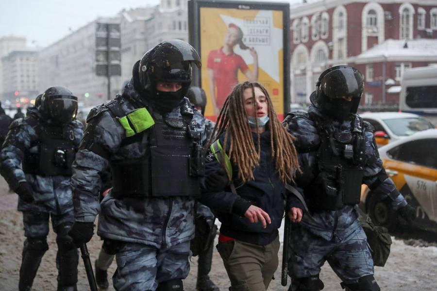 Rusia detiene a más de mil 600 personas durante protestas en apoyo a Navalny