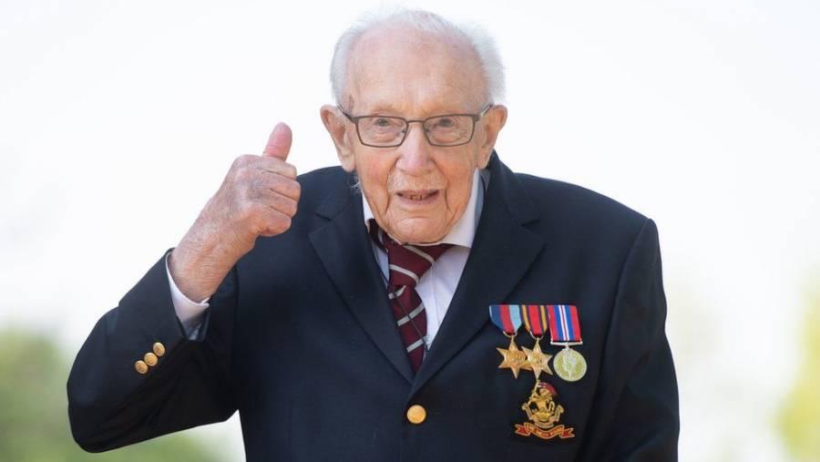 Enferma de Covid veterano de guerra británico de 100 años