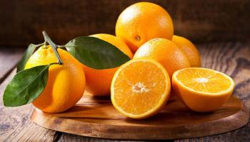 Chinos devoran 30 kilos de naranja para evitar pagar exceso de equipaje