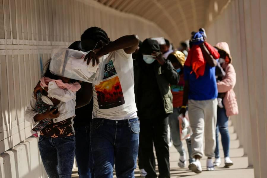 EEUU expulsa a decenas de solicitantes de asilo haitianos a México