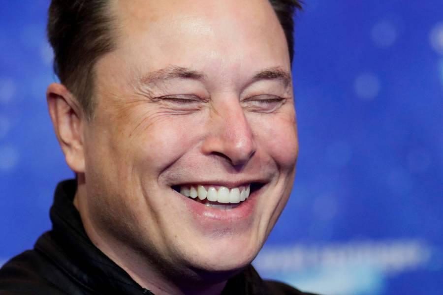 Elon Musk regresa a Twitter y brinda su apoyo al Dogecoin