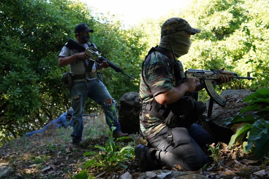 Aguacateros: a dos fuegos, entre cárteles y autodefensas