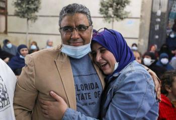 Egipto libera a periodista de Al Jazeera después de cuatro años en detención