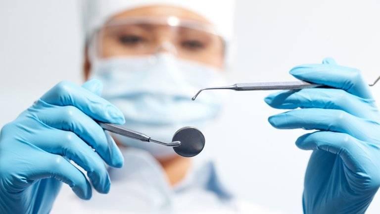Solicitarán que odontólogos y practicantes sean incluidos en vacunación