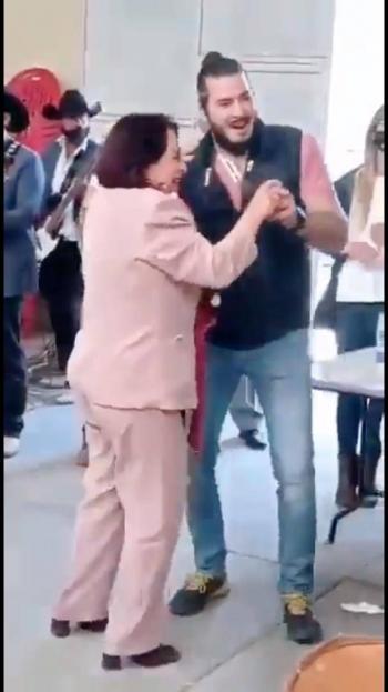 Sin respetar las medidas sanitarias, Morenista aspirante a gubernatura de Querétaro realiza evento