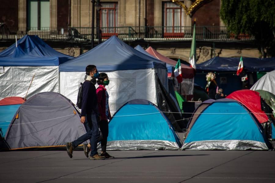 Diversas agrupaciones realizan plantón en el Zócalo capitalino