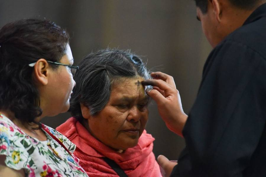 Iglesias contemplan repartir ceniza a feligreses para colocarse en casa