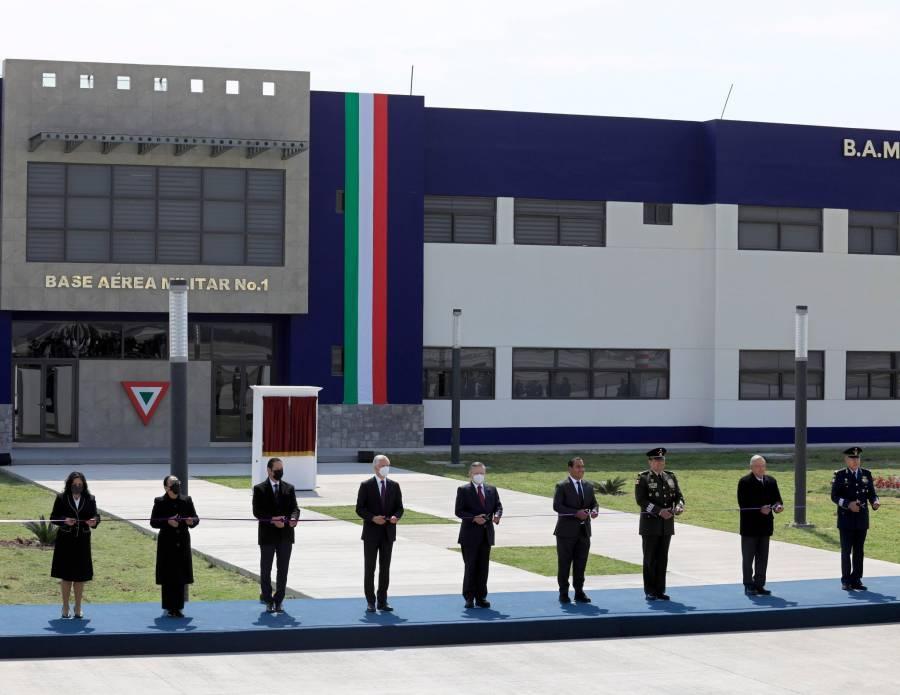 Asiste Alfredo del Mazo a conmemoración del aniversario de la Fuerza Aérea Mexicana
