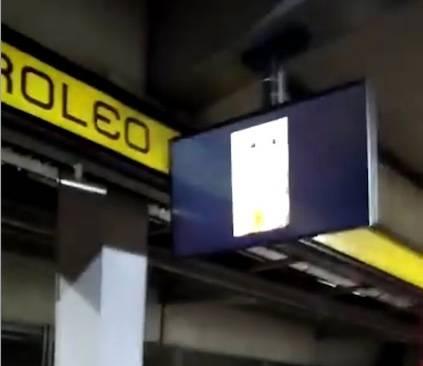 Metro sancionará a empresa que transmitió video porno en una pantalla