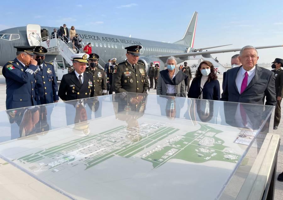 Inaugura AMLO Base Militar Aérea y pista de Santa Lucía