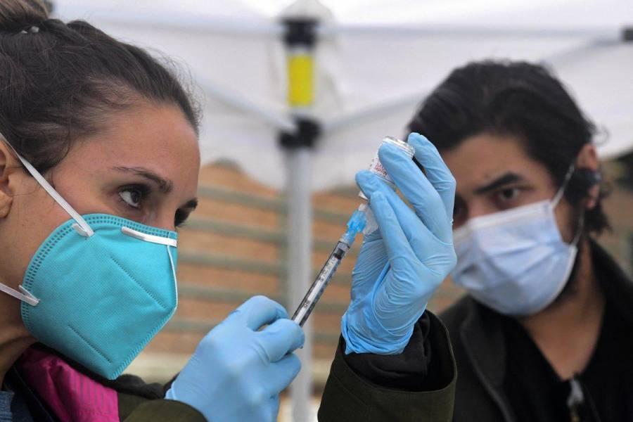 CDC: personas vacunadas no necesitan cuarentena tras exponerse al COVID