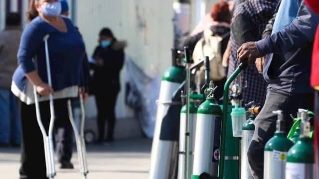 Utilizar oxígeno industrial con fines médicos podría afectar los pulmones: especialista mexicano