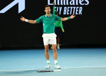 Durante partido de Djokovic, desalojan estadio por nuevo confinamiento en Australia