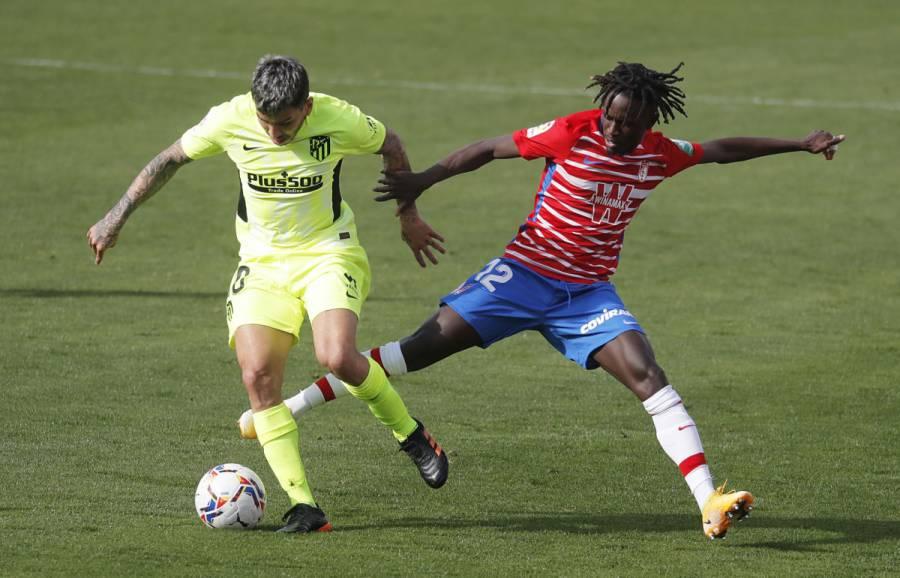 Atlético de Madrid se impone al Granada y afianza liderato en La Liga
