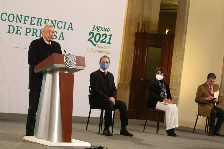 AMLO formaliza relevo en SEP; sale Esteban Moctezuma y llega Delfina Gómez
