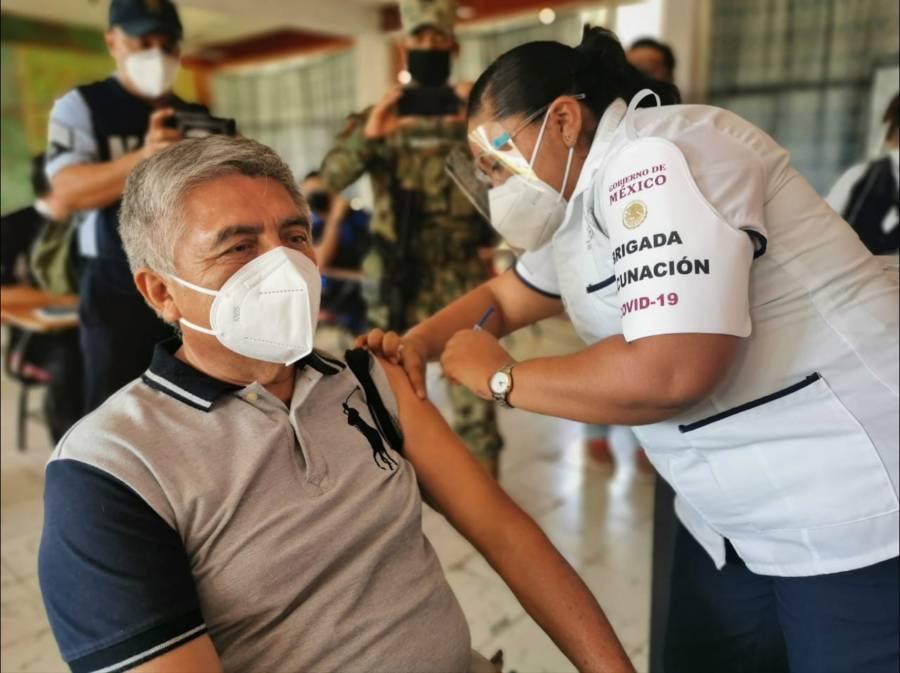 En 3 alcaldías, CDMX inicia vacunación a adultos mayors