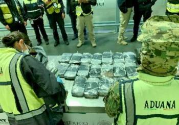 Aduanas frena ingreso de metanfetamina, cocaína y nicotina en el AICM
