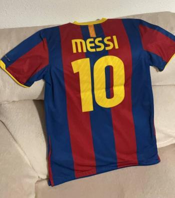 Llama Neymar a Messi para que fiche con el PSG