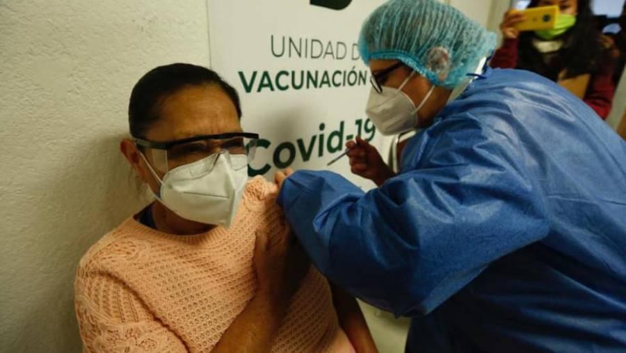 Rechaza Sheinbaum que fotos a personas vacunadas tengan que ver con lo electoral