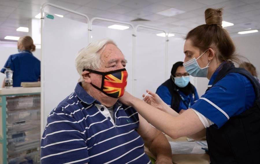 España aplicará vacuna de AstraZeneca a ciudadanos de entre 45 y 55 años