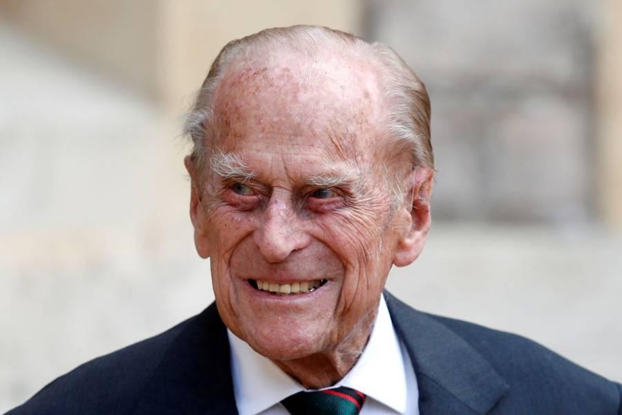 """Príncipe Felipe es hospitalizado """"por precaución"""""""