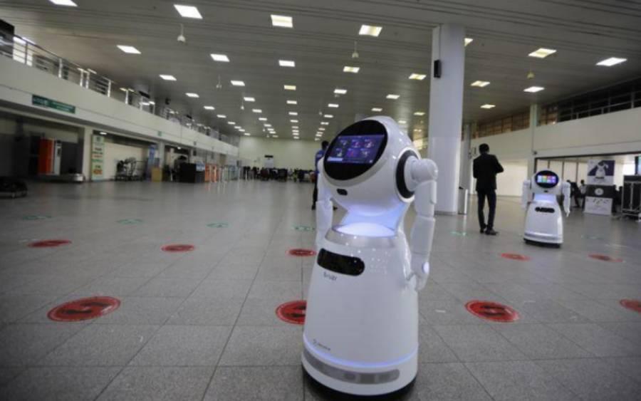 Estudiantes en Nigeria diseñan robot para tratar a pacientes con COVID-19 a distancia