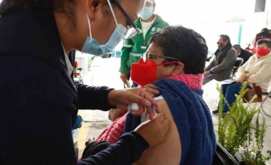 Inicia vacunación contra COVID-19 en asilos de CDMX