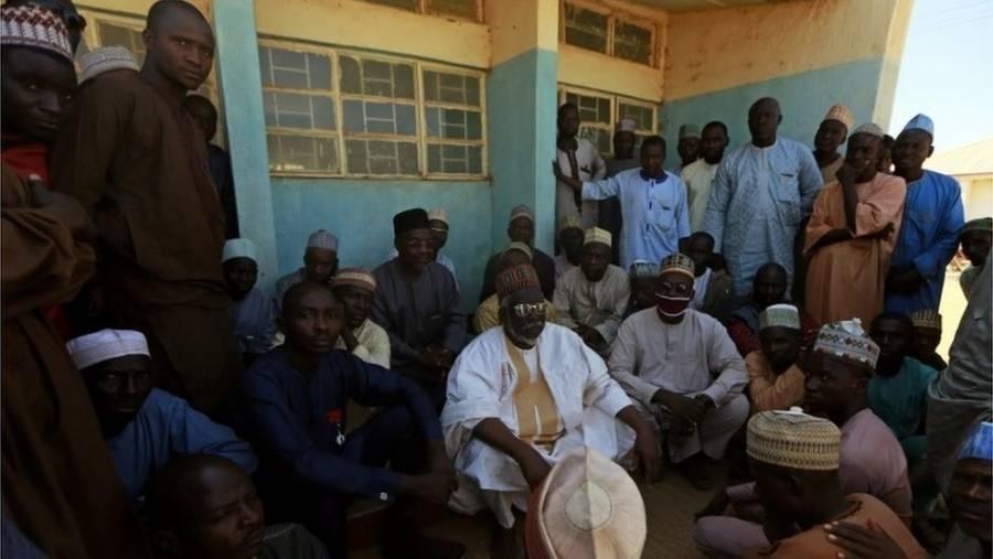 En Nigeria hombres matan a un estudiante y secuestran a decenas en una escuela