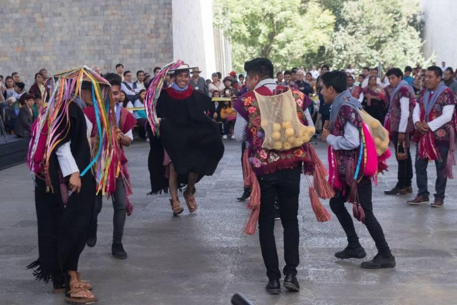 Pese a COVID-19, indígenas tzotziles celebran carnaval en Chiapas