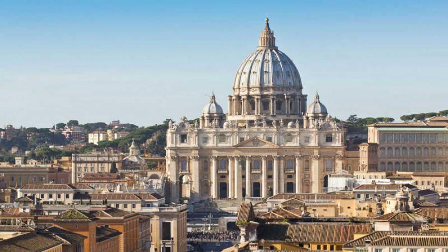 El Vaticano se pone duro contra los antivacunas del COVID-19