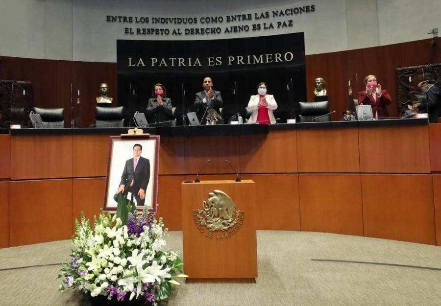 Senado dedica un minuto de aplausos en homenaje al cronista Juan Arvizu