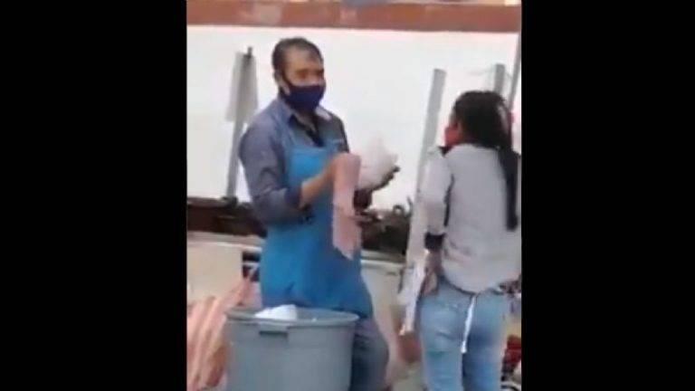Sorprenden a pareja de taqueros reutilizando platos de la basura