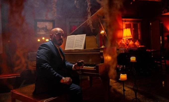 """Lupillo estrena show """"Epoca pesada"""" con Voces del Rancho"""