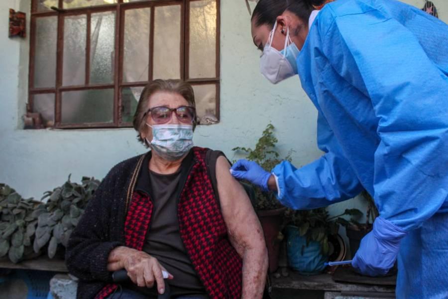 Jornada de vacunación a domicilio a adultos mayores