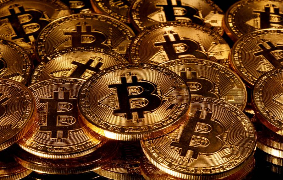 Bitcoin rompe récord y se acerca a 1 billón de dólares en valor de mercado