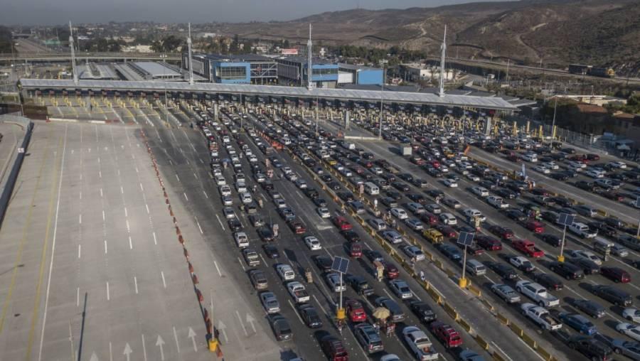 EEUU extiende restricciones en fronteras con Canadá y México