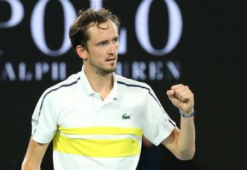 Medvedev avanza a la final del Abierto de Australia; se medirá ante Djokovic