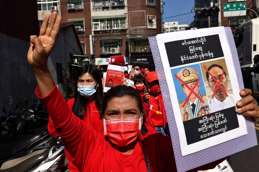 Por incitar a la violencia, Facebook borra la página del Ejército birmano