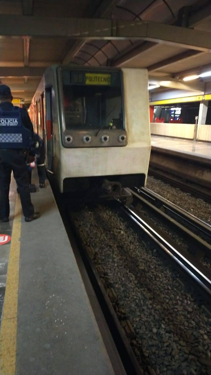 Fallece una persona tras arrojarse a las vías del Metro en estación Consulado