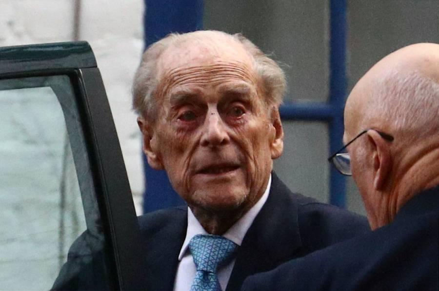 """Príncipe Guillermo asegura que el duque de Edimburgo está """"OK"""""""