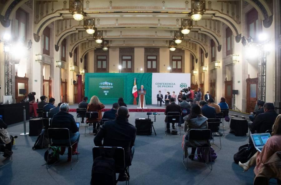 """""""Abogados que defiendan empresas vs Reforma Eléctrica, cometen traición"""": AMLO"""