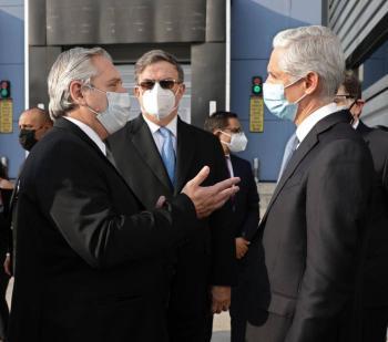 Alfredo del Mazo, Marcelo Ebrard y Alberto Fernández recorren planta de envasado de vacunas Covid en EdoMex