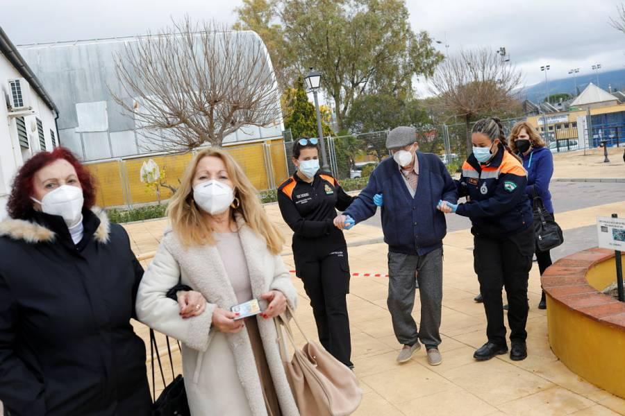 """España sale del nivel de """"riesgo extremo"""" por COVID-19"""