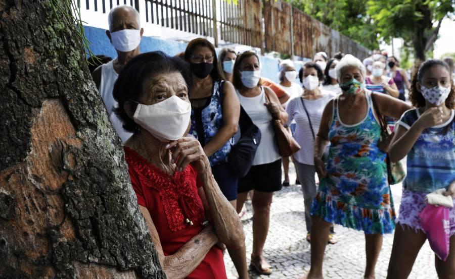 Brasil reporta más de 60 mil nuevos casos de COVID-19 por primera vez en casi un mes