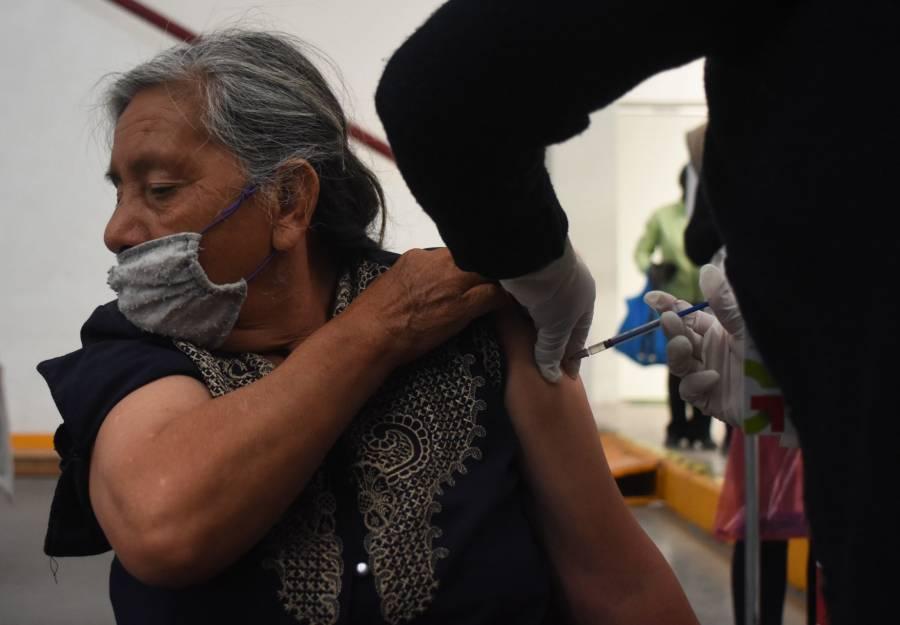Secretaría de Salud CDMX reporta tres adultos mayores con reacciones graves, debido a una vacuna Covid